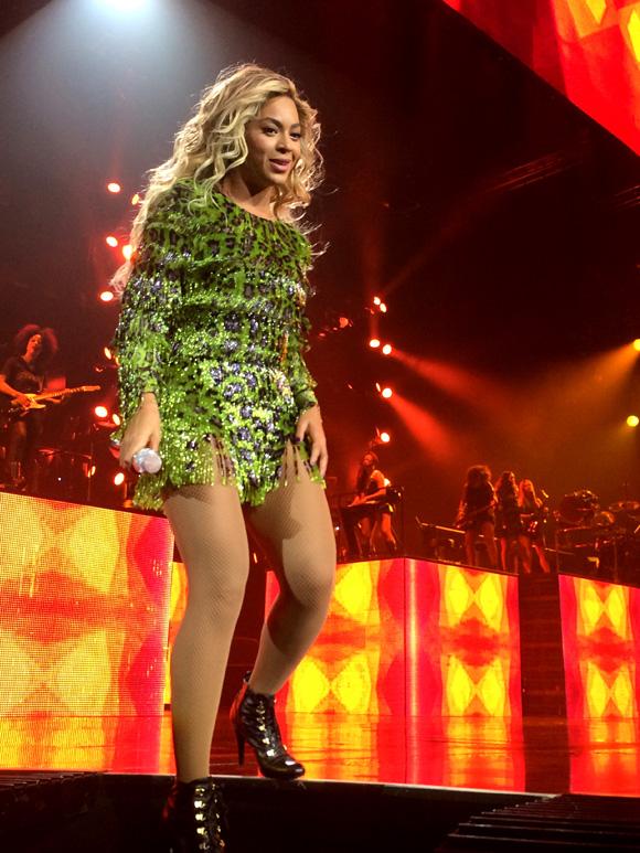 Beyonce-MrsCarter2014-Glasgow11