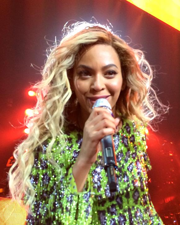 Beyonce-MrsCarter2014-Glasgow12