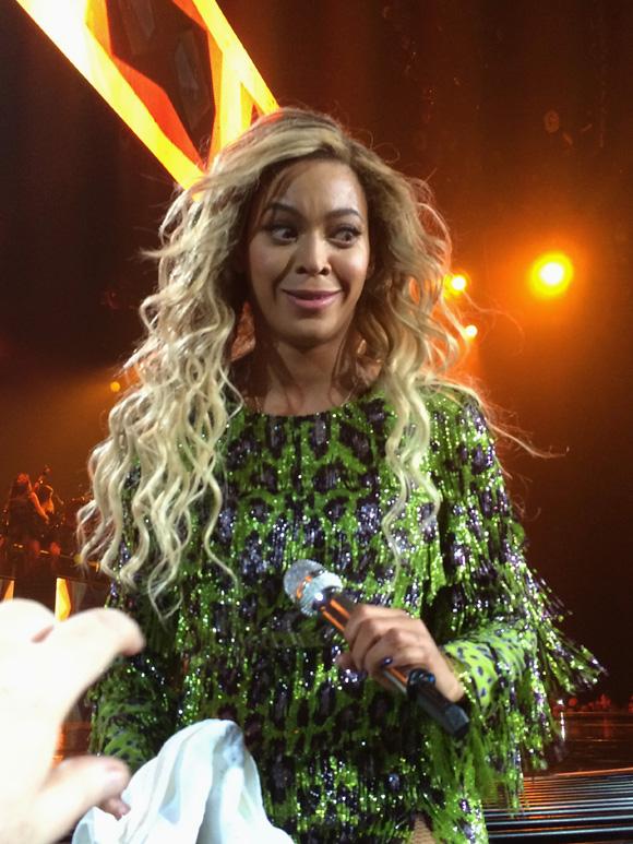 Beyonce-MrsCarter2014-Glasgow13