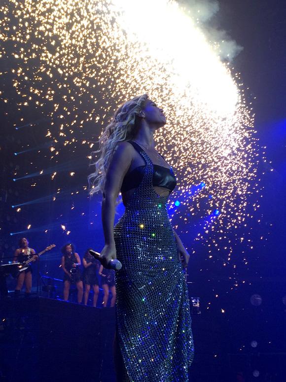 Beyonce-MrsCarter2014-Glasgow18