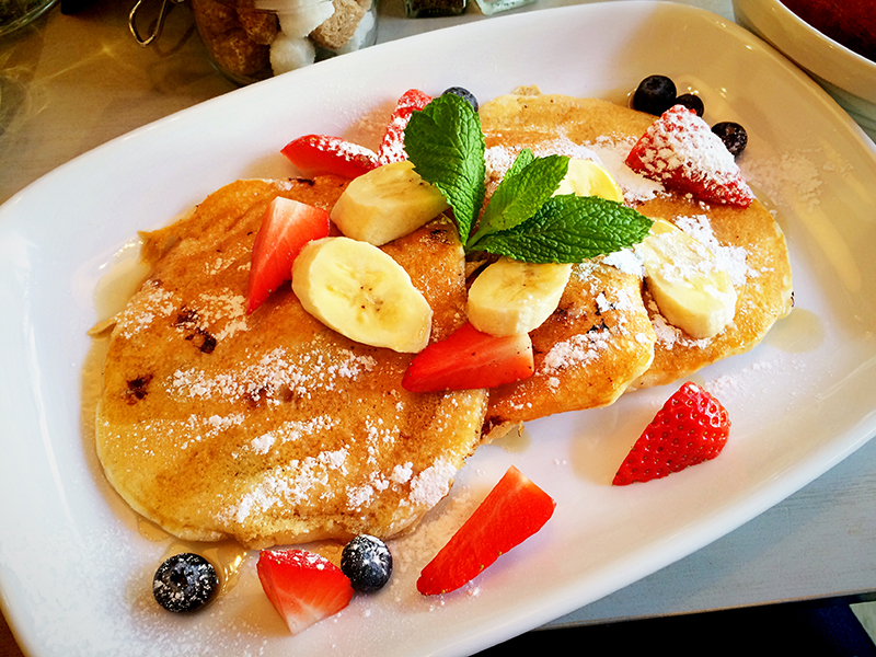 Bills Restaurant Glasgow- Blueberry Pancakes with Strawberries and Bananas